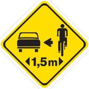 1.5 metri rispetti per sorpasso di ciclista